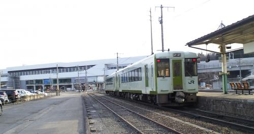 長野方面へ発車する飯山線普通列車(25.3.28)