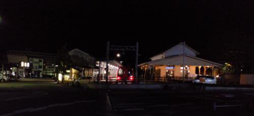 夜の湯田中駅(25.5.12)