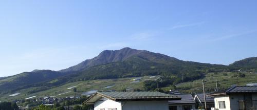 五月晴れの高社山(25.5.17)