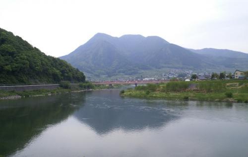 千曲川と古牧橋と高社山(25.5.19)