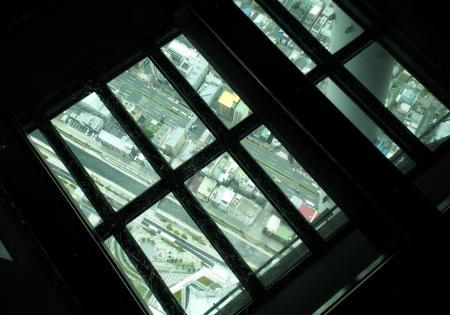 ガラスの床(25.5.21)
