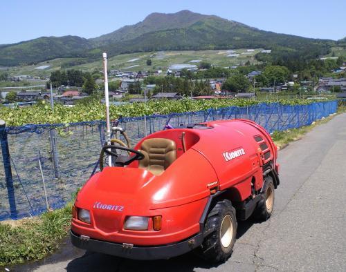 スピードスプレヤーと高社山(25.5.24)