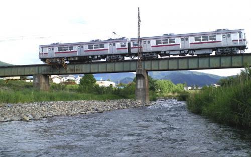 鉄橋を渡る普通列車(25.5.29)