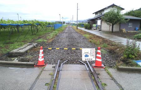 踏切から須坂方向を望む(25.6.19)