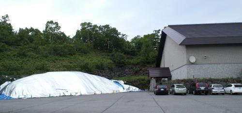 貯雪の山(25.7.6)