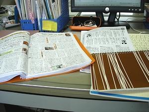 編集作業中のマックスの机