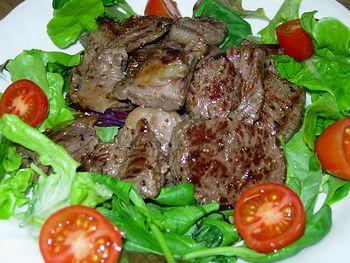 シカ肉のステーキ