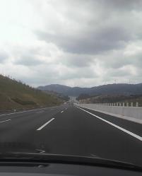 まっすぐな新東名高速道路
