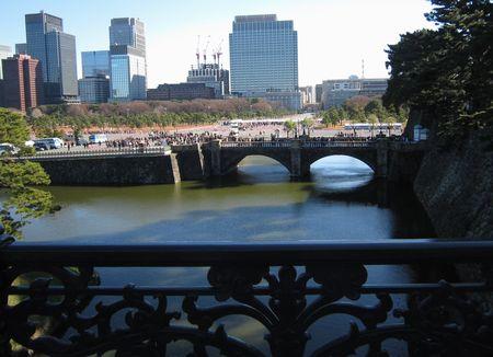二重橋から眼鏡橋を望む