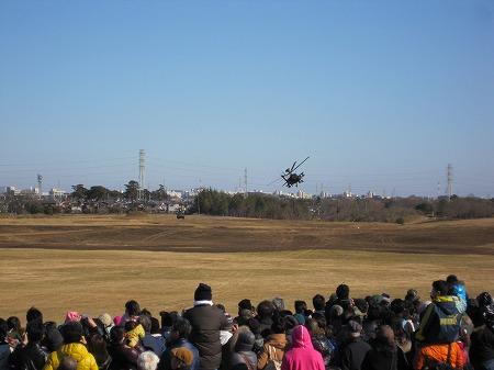 敵装甲車と攻撃ヘリ