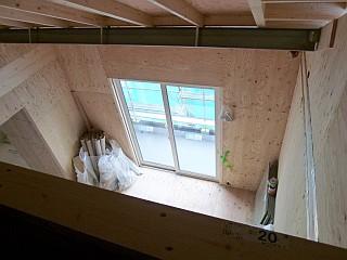 ロフトから見た主寝室