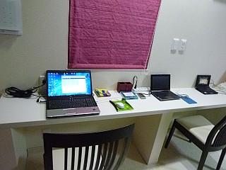 カウンターとパソコン