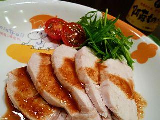 ほんのりコンソメ風味の茹で鶏