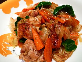 鶏もも肉と三色野菜のハーブ&ペッパー炒め
