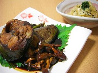 サバの筒煮(大葉ニンニク醤油風味)