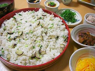 サッパリ美味☆ナスとキュウリの麦ちらし寿司(全体)