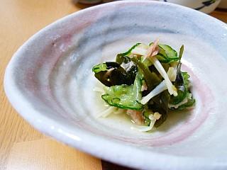 柚子コショウ風味が美味しい☆キュウリとワカメの酢の物