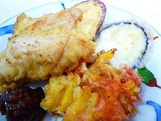 天ぷらと肉味噌風ソース