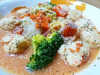 鶏だんごと白菜の豆乳トマト鍋仕立て