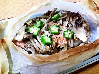 秋鮭とキノコの包み焼き