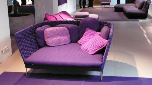紫のベンチ