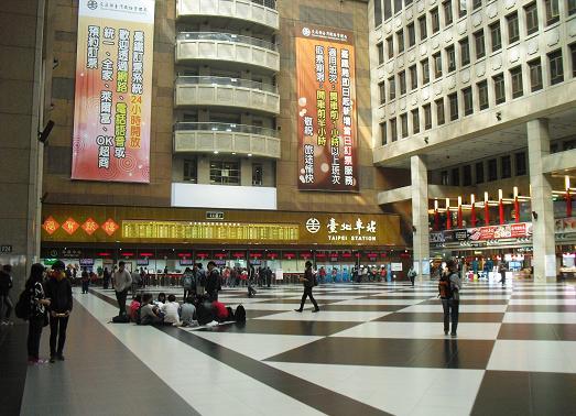 15 台北駅構内の様子