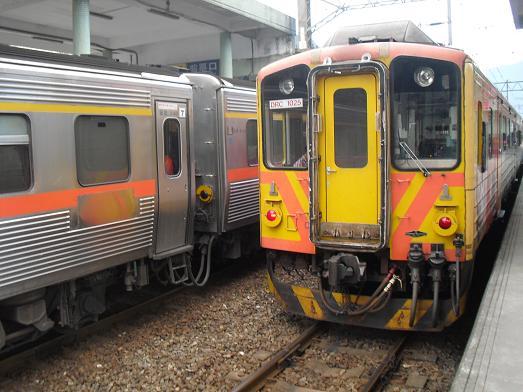 27 瑞芳駅の電車