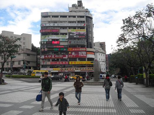 13 MRT・新北投駅前
