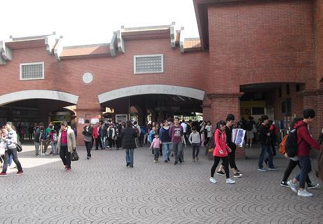 2 MRT淡水駅