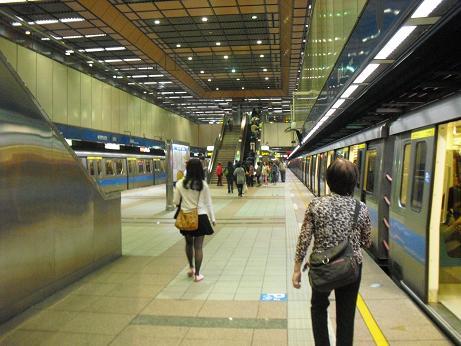 2 MRT龍山寺駅