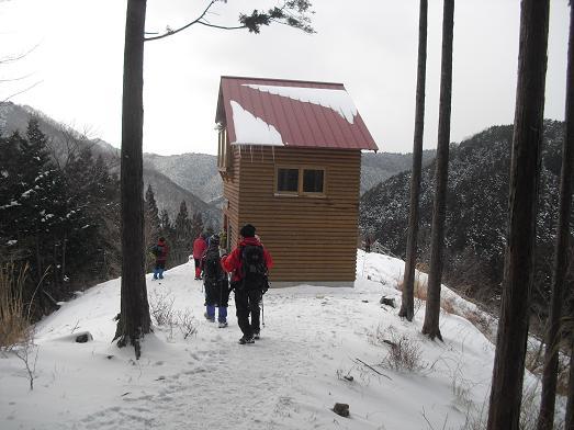 16 登り尾コースの避難小屋