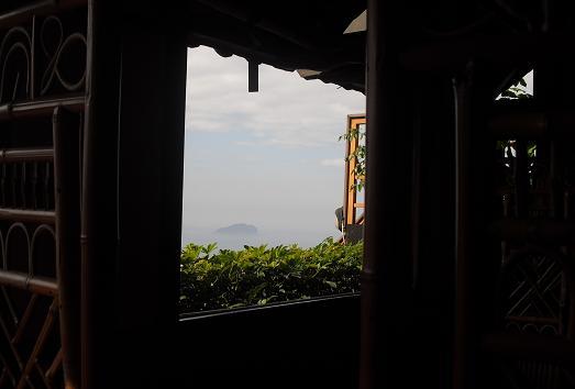 4 茶芸館の室内より外の景色
