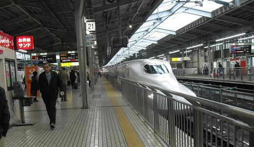 2 新大阪駅・ホーム