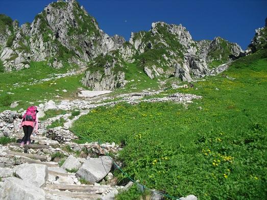 7 登山道(八丁坂)を登る