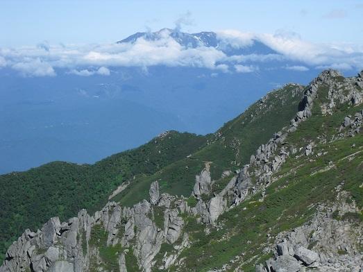 10 木曽御嶽山を望む
