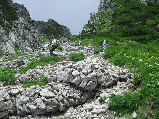 15 登山道(八丁坂)を下る