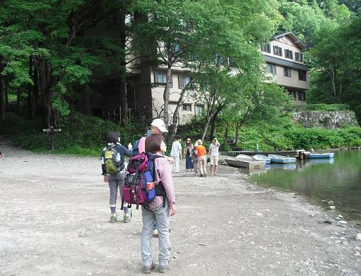 11 大正池の畔のホテル