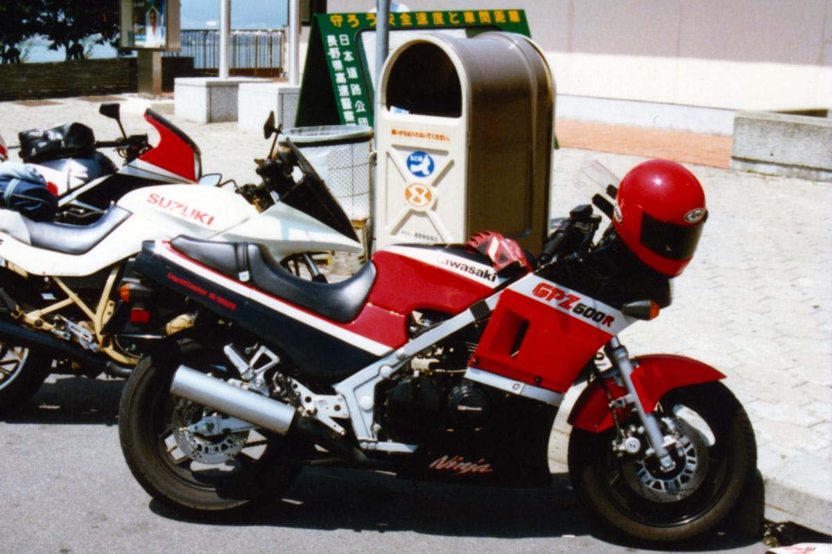 Kawasaki_GPZ600R_sz8t.jpg