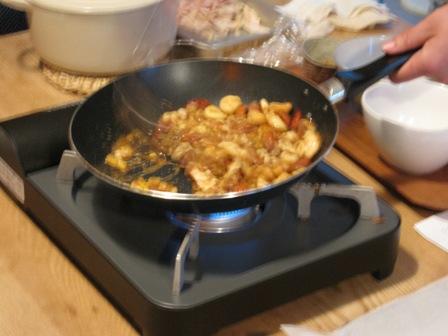 ミックスナッツをフライパンでカラメリゼ