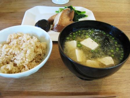 茶飯とお味噌汁御魚