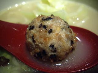 博多水炊き若どり 丸鶏らーめん塩味(肉団子)