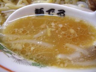 麺でる戸越店 小らーめん豚入り+2枚(スープ)