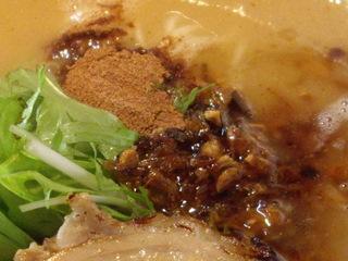 麺匠秀虎。濃厚鶏そば(魚粉香味油)