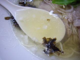 昭和歌謡ショー 地球の塩ラーメン[今](スープ)