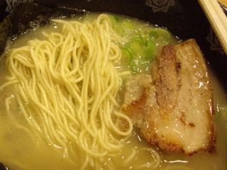 土佐の男が作ったとんこつらーめん 俺式 ラーメン(麺チャーシュー)