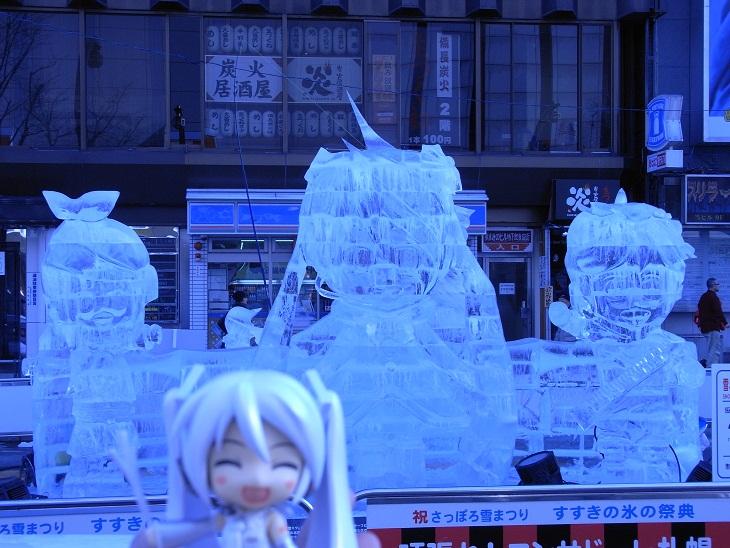 朝の氷像1