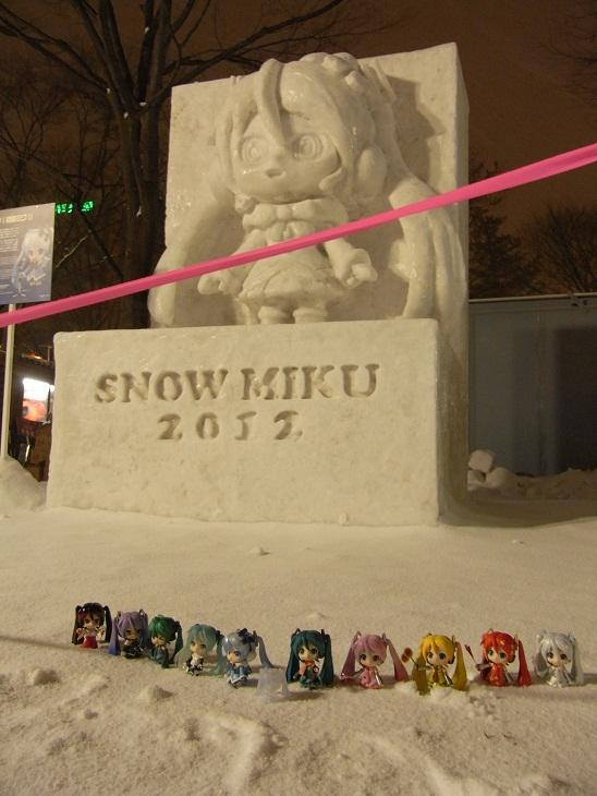 雪ミク雪像を前に勢ぞろい2