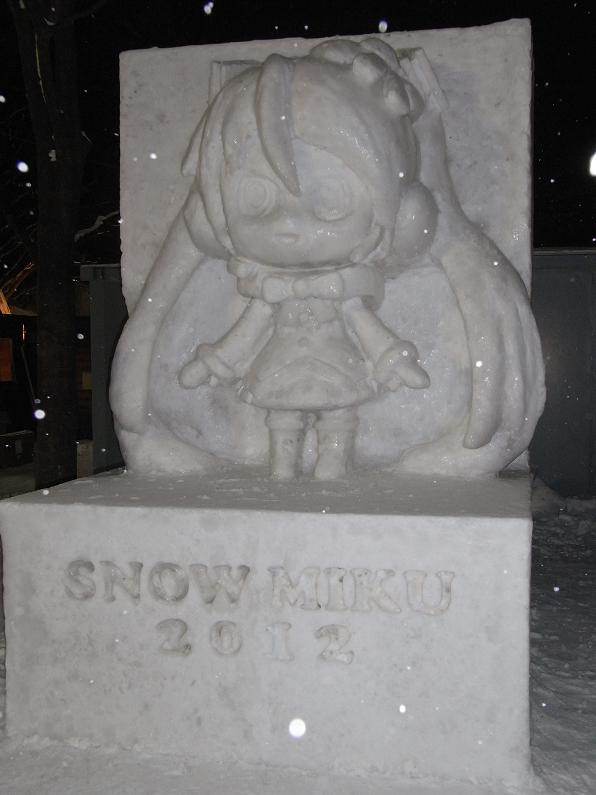 夜の雪ミク雪像