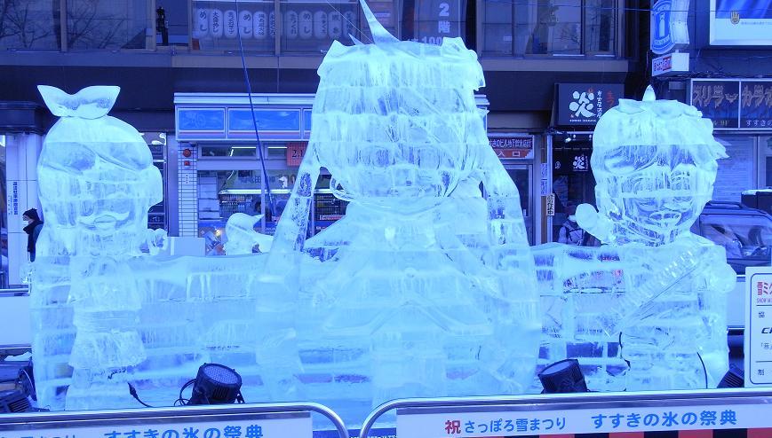 昼間のミクさん氷像2