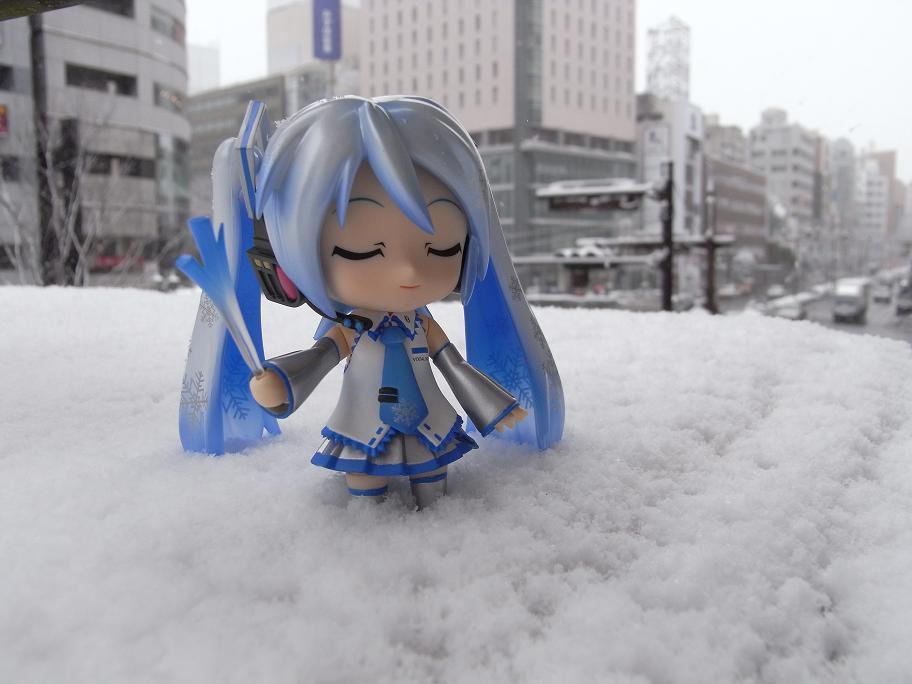 街中の雪ミク